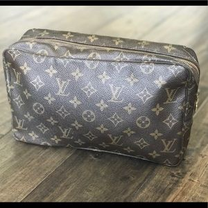 AUTH LOUIS VUITTON TROUSSE TOILETTE 28 COSMETIC